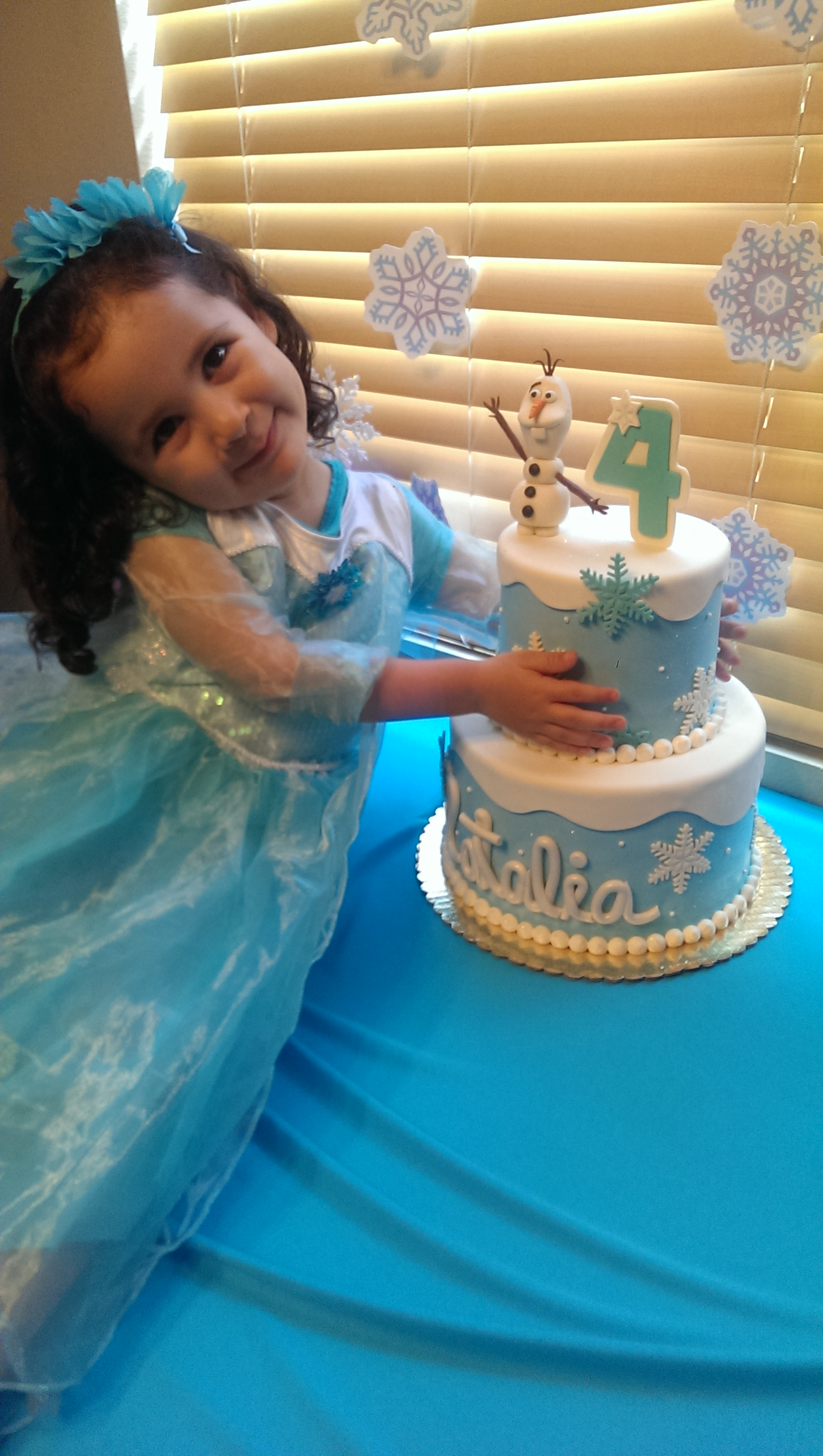 Peachy Natalias Frozen Theme Birthday Cake By Cake In Mission Hills San Personalised Birthday Cards Veneteletsinfo